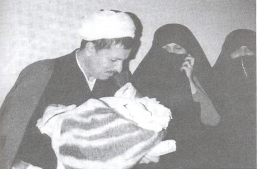 عکس: هاشمی رفسنجانی در کنار عروس و نوه(1363) - http://www.funpatogh.com