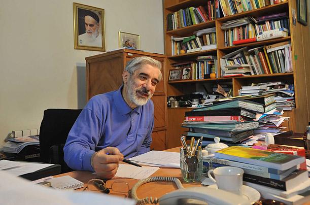 http://dvbpersian.blogsky.com/ - میرحسین موسوی در منزل