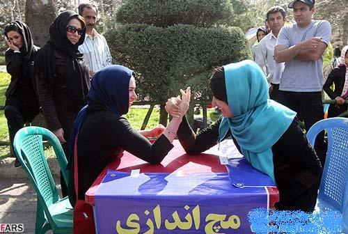 عکس   عکس جالب از مسابقات مچ اندازی دختران در یکی از پارک های تهران