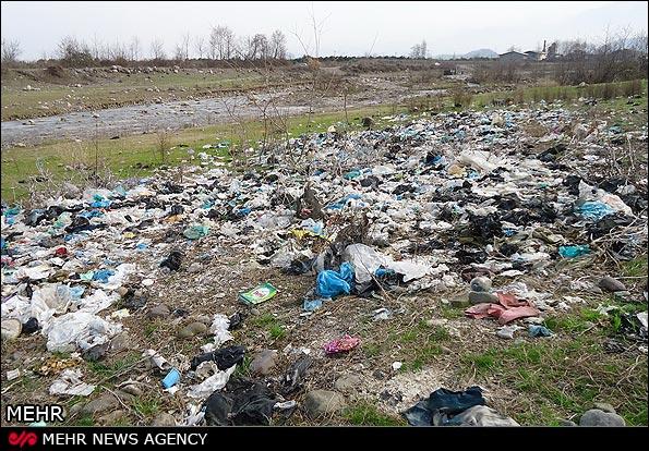 نتیجه تصویری برای ریختن آشغال پوشک در دریا