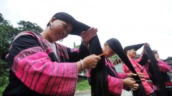 روستایی که میانگین بلندی موی زنانشان 1.7 متر است!! + تصاویر  ( دنیای اقتصاد - خسرو یعقوبی )