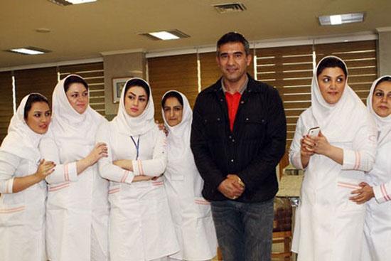 عکس دختران پرستار در کنار عابدزاده