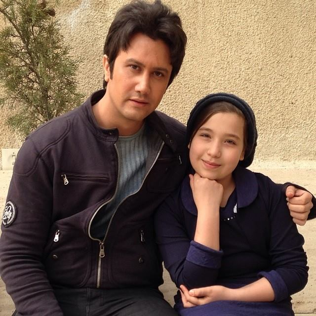 عکس شاهرخ استخری در کنار بازیگر دختر فیلم هیس