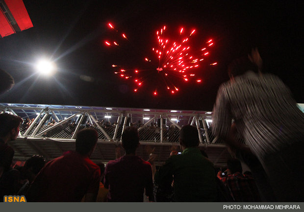 آتش بازی در جشن پیروزی