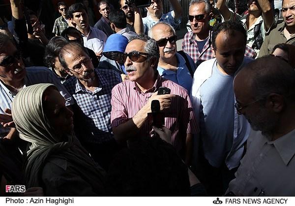 تجمع هنرمندان سینما مقابل خانه سینما