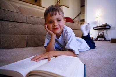 هنگام مطالعه يا تماشای تلويزيون دراز نکشيد