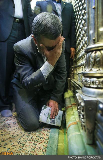 عکس/ اشکهای دکتر احمدی نژاد