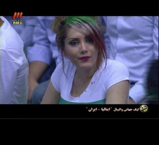 71921 795 - گفت و گو با آملیا اسدی تماشاگر زن بازی والیبال ایران و ایتالیا/تصویر