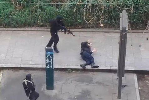 عکس:لحظه تیرخلاص زدن به مامور پلیس در حادثه پاریس