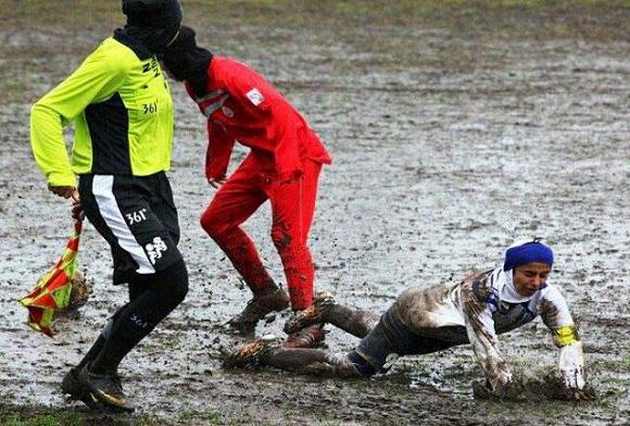 شما هم این فوتبال زنان ایران رو ببینید بد نیست !! + عکس