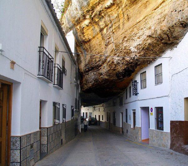 132486 912 شهر زیر سنگ در اسپانیا