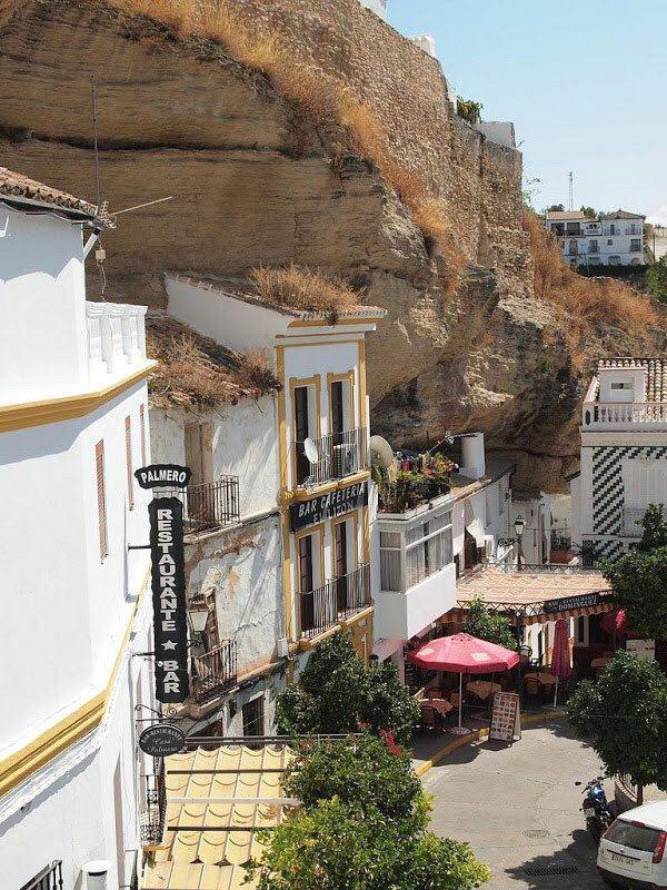 132487 334 شهر زیر سنگ در اسپانیا