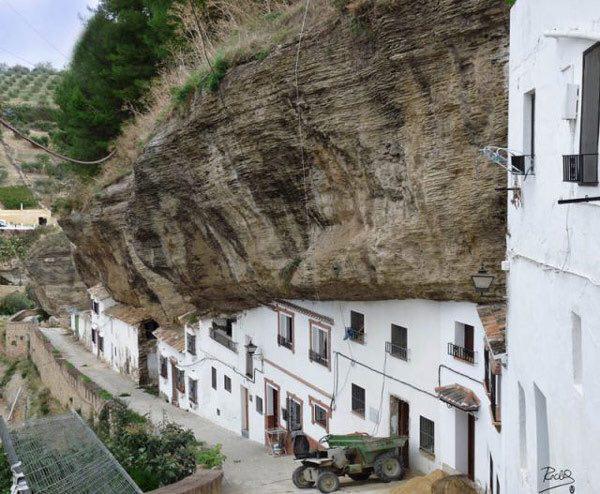 132488 846 شهر زیر سنگ در اسپانیا