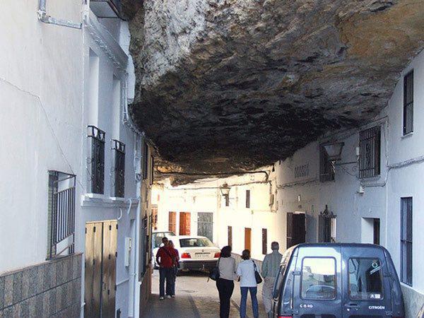 132490 364 شهر زیر سنگ در اسپانیا