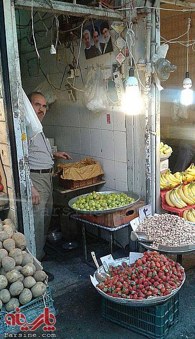 138202 480 تصویر حسن روحانی در یک میوهفروشی