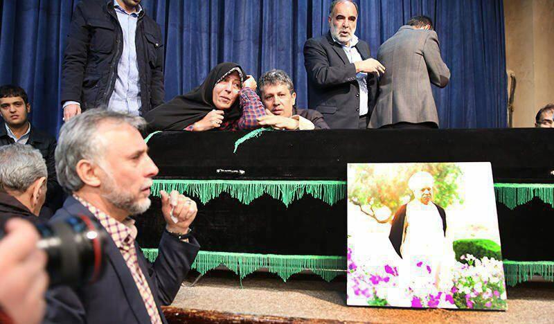 وداع مهدی و فاطمه هاشمی با پدر+عکس