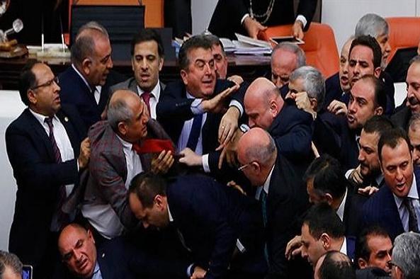 وقوع درگیری فیزیکی در پارلمان ترکیه
