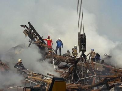 تخریب عمدی ساختمان مجاور پلاسکو/ خبرنگارها بیرون شدند