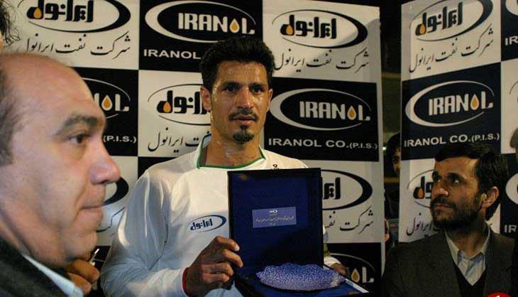 هدیه احمدی نژاد به علی دایی