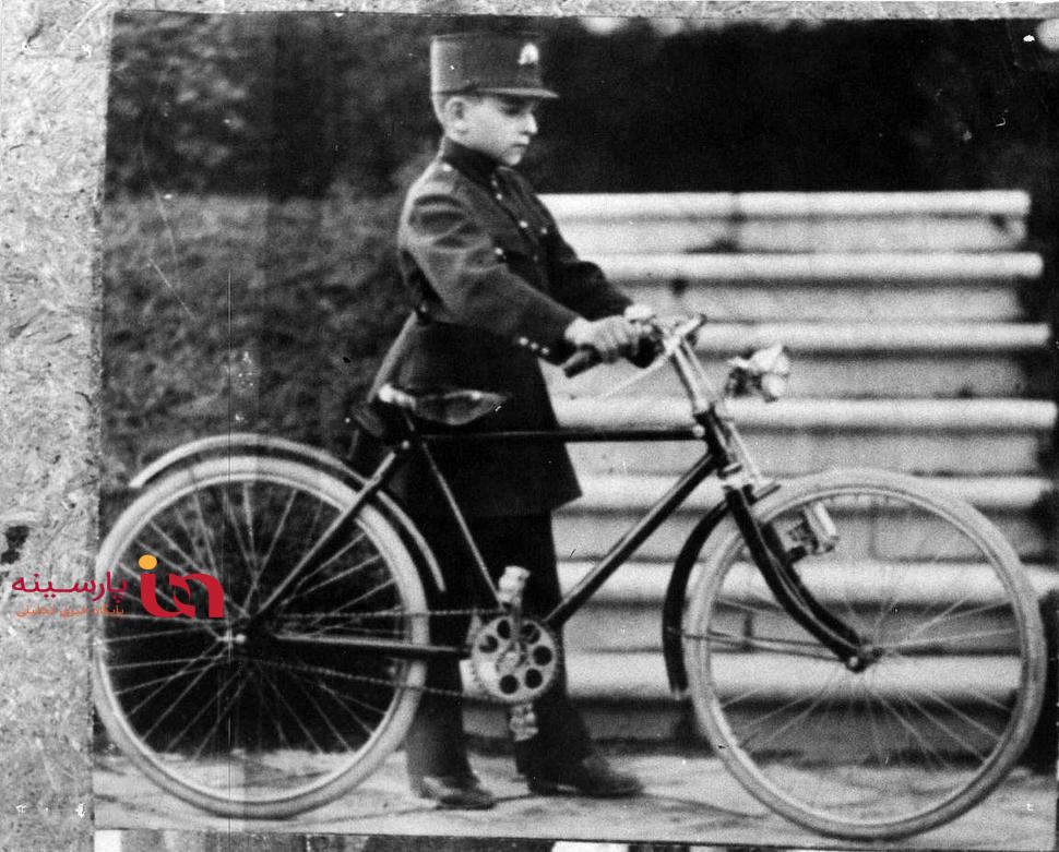 عکسی نایاب از دوچرخهسواری شاه