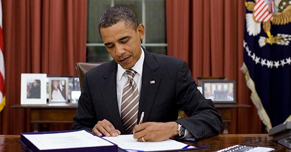 اوباما تمدید قانون تحریمهای ایران را امضاء خواهد کرد