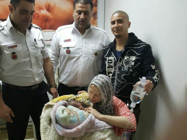 زایمان مادر دانمارکی در آمبولانس مازندران+ عکس