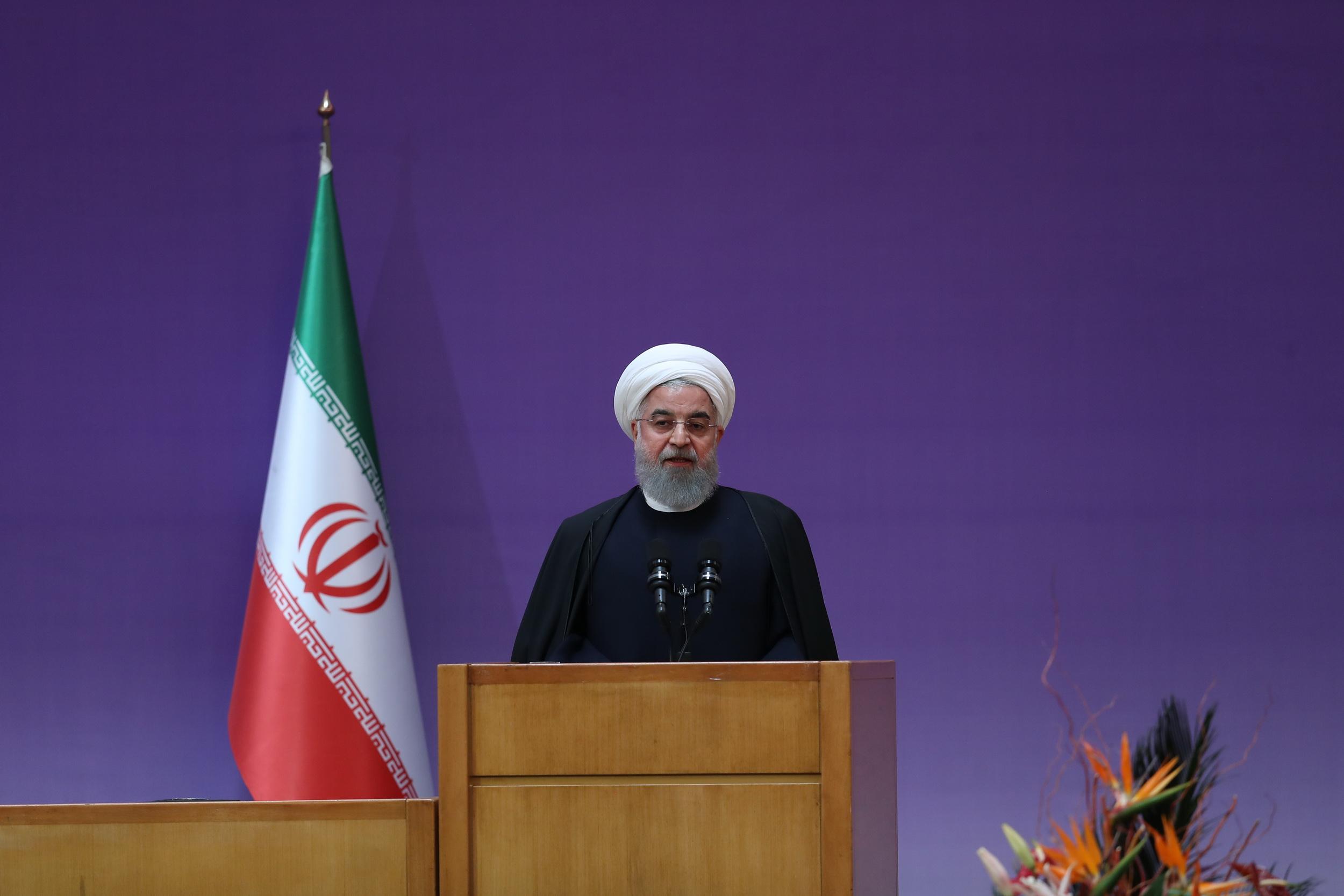 روحانی در نهمین جشنواره بینالمللی فارابی هشدار داد: چرا به معترضان میگویید آشغال، خس و خاشاک!