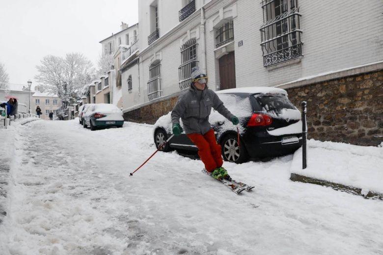 اسکی در خیابانهای پاریس! +عکس