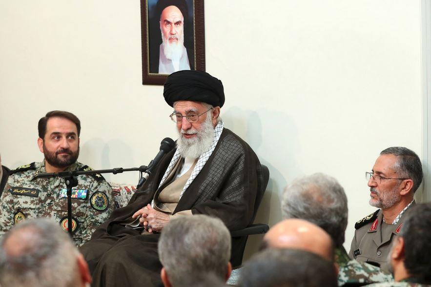 تمجید رهبری از فرزندان توانای ایران در داخل و مراکز علمی جهان