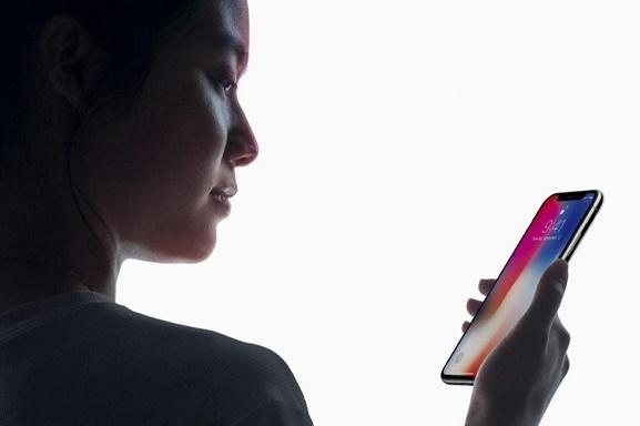 ابراز نگرانی اسنودن از فناوری تشخیص چهره گوشیهای هوشمند