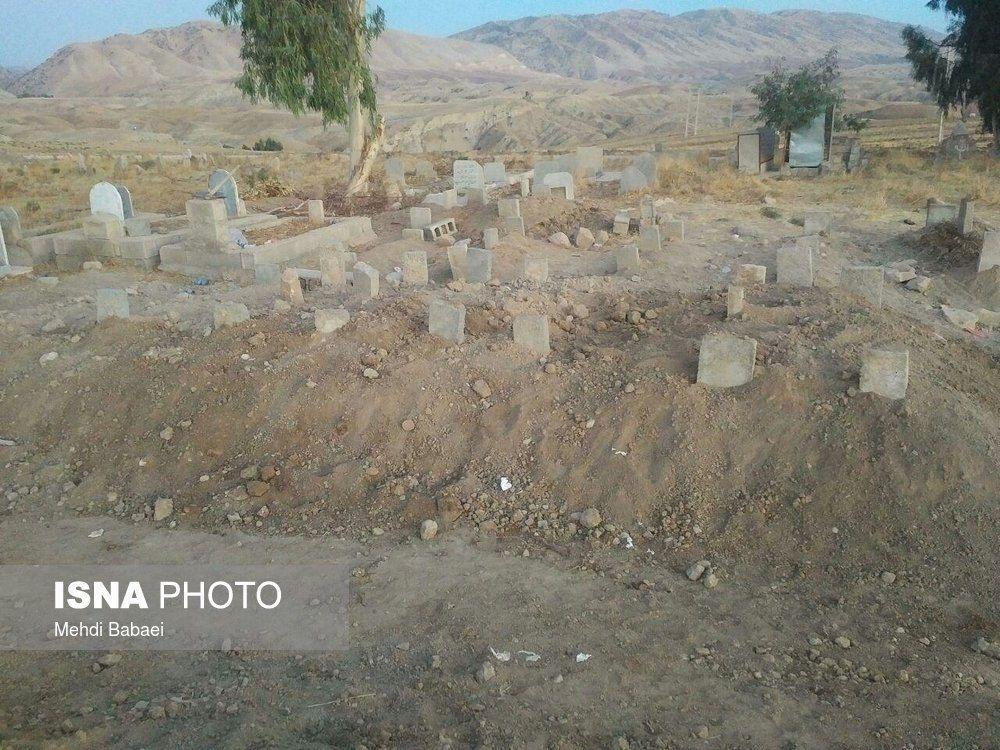 محل دفن 12 نفر از اعضای یک خانواده زلزلهزده+ عکس