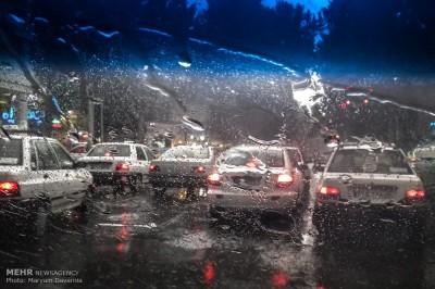 باران، معابر بزرگراهی و ورودی تهران را قفل کرد