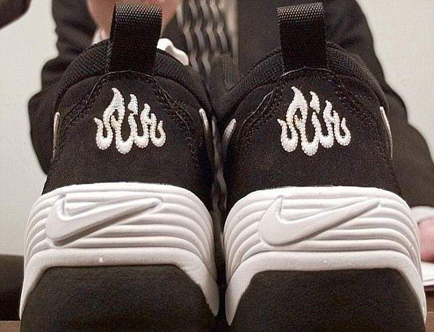 لوگوی شبیه نام الله در زیر کفشهای نایک +عکس