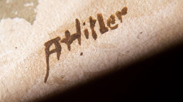 نقاشیهای هیتلر فروش نرفت