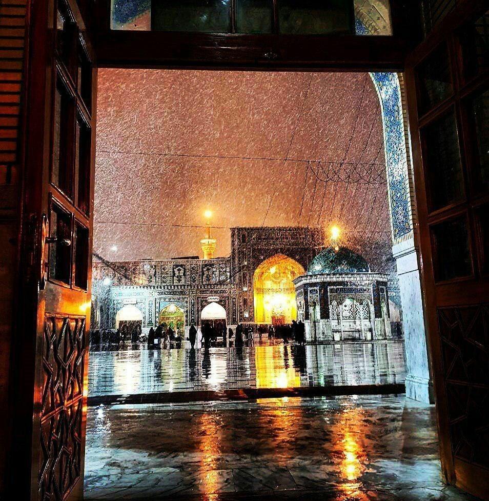 بارش برف حرم منور رضوی را سپیدپوش کرد +عکس