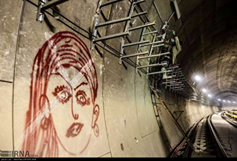 نقش هنر کارگران «مترو تهران» بر دیوار بتونی تونل مترو!