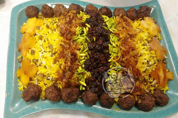 عدس پلو زعفرانی یکی از غذاهای رایج ایرانی ها