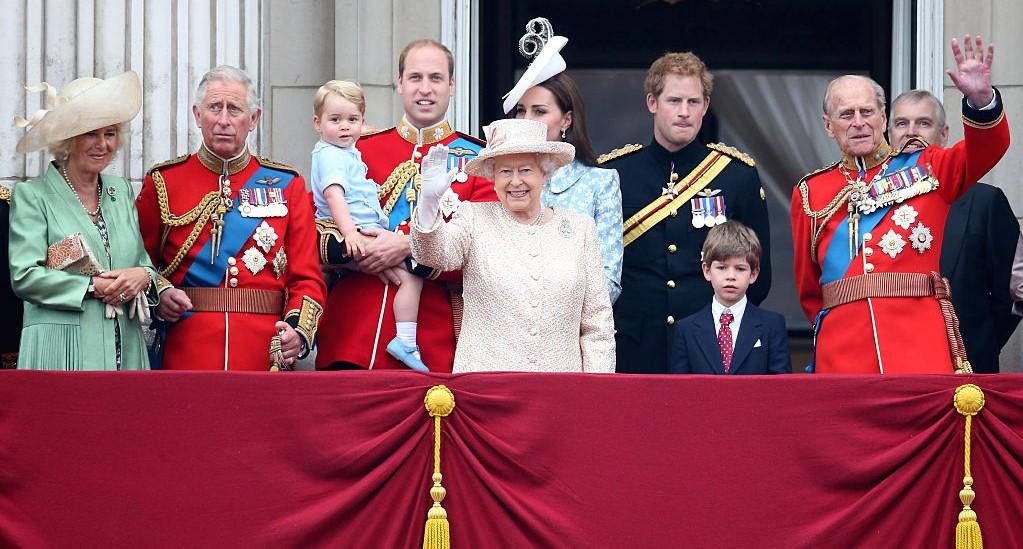 خاندان سلطنتی چه نقشی در اداره بریتانیا دارد؟