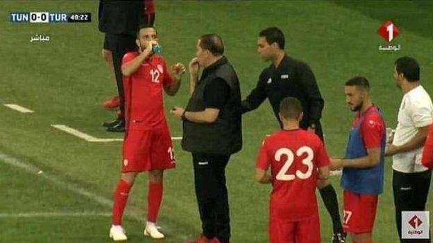 ماجرای تمارض دروازه بان تونس و افطاری تیم ملی