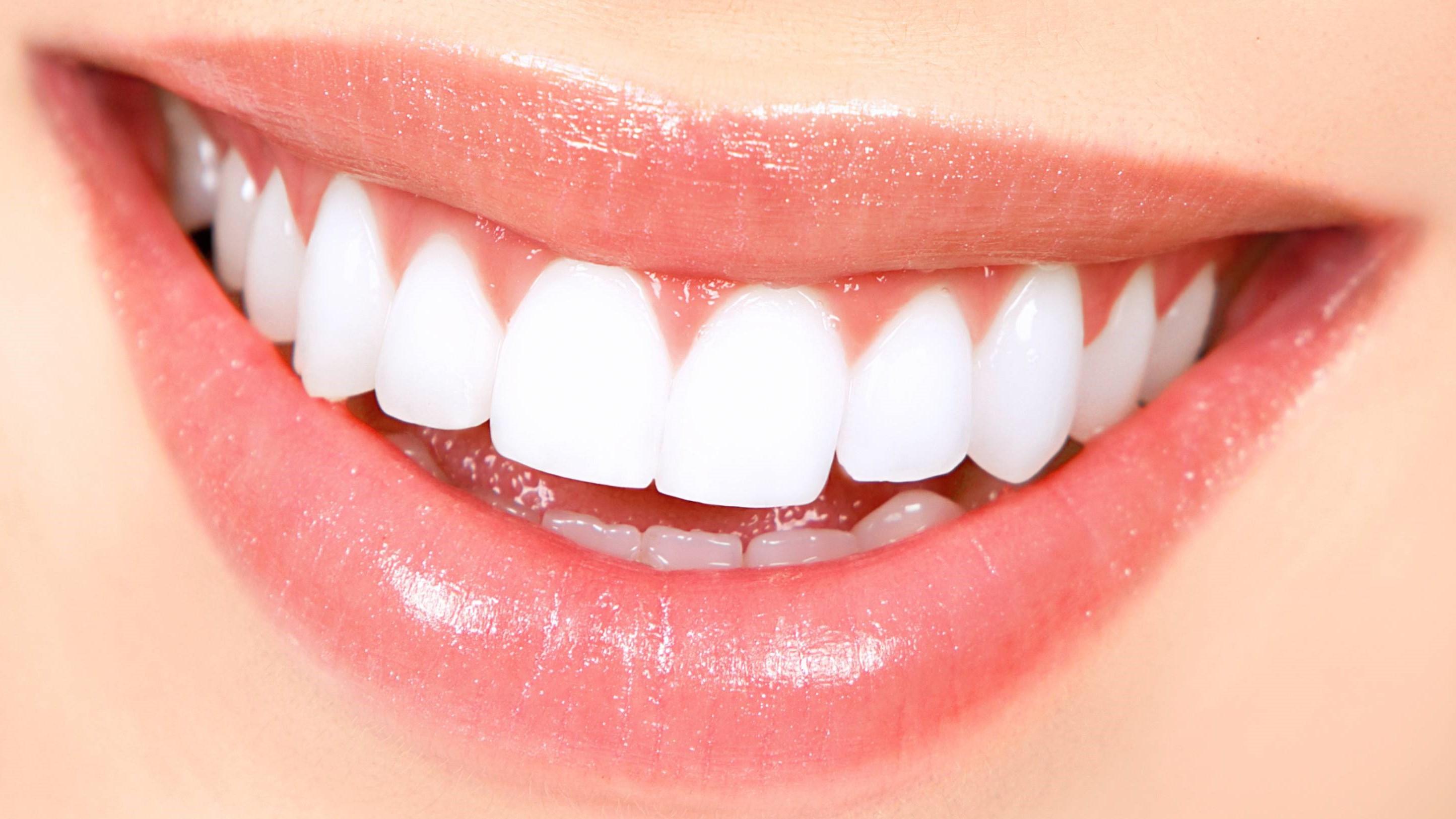 چگونه از زرد شدن دندان هایمان پیشگیری کنیم؟