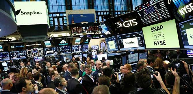واکنش بازارهای جهانی و داخلی به نخستین روز اجرای تحریمها چه بود؟