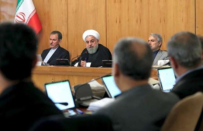 روحانی: روزنامهنگاران چرا واقعیتها را نمیگویند/  چرا مردم را مأیوس میکنیم؟