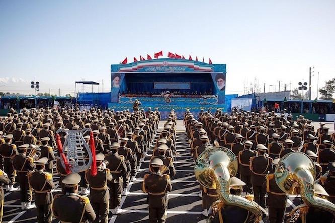 آغاز رژه نیروهای مسلح در جوار حرم امام خمینی (ره)