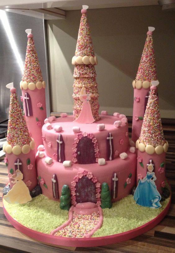 مدل کیک قلعه ای دخترانه برای تولد