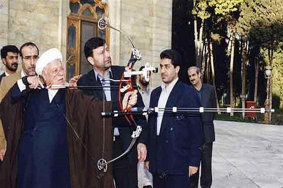 تیراندازی آیتالله هاشمی در کنار کاخ مرمر+عکس