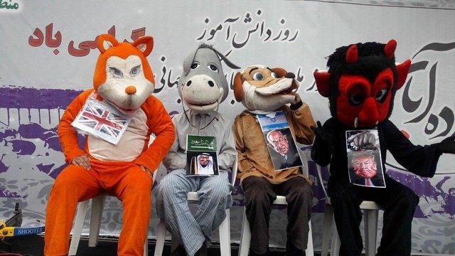 نمادهای عروسکی نتانیاهو، ملکسلمان و ترامپ در راهپیمایی ۱۳ آبان+عکس