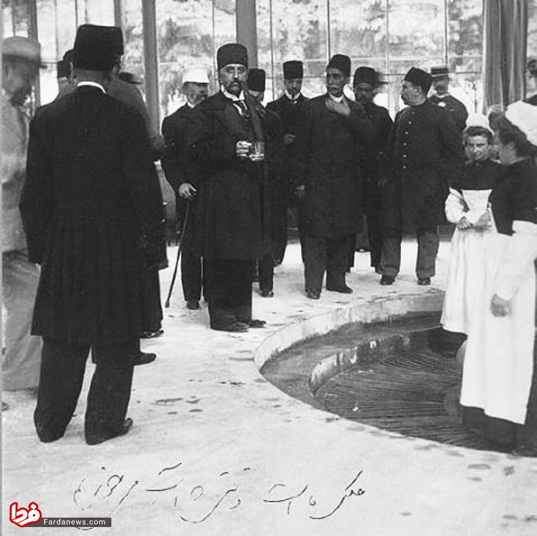 شاه قاجار: عکس ما است وقتى که آب مى خوریم!