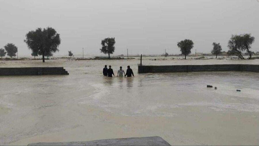 ادامه عملیات امدادی در مناطق سیل زده سیستان و بلوچستان و هرمزگان