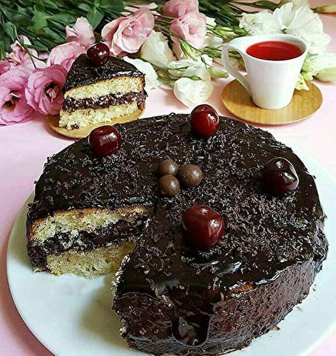 کیک وانیلی با کرم فندق؛ خوشمزه و پرملات
