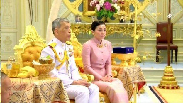 پادشاه تایلند با محافظ شخصیاش ازدواج کرد
